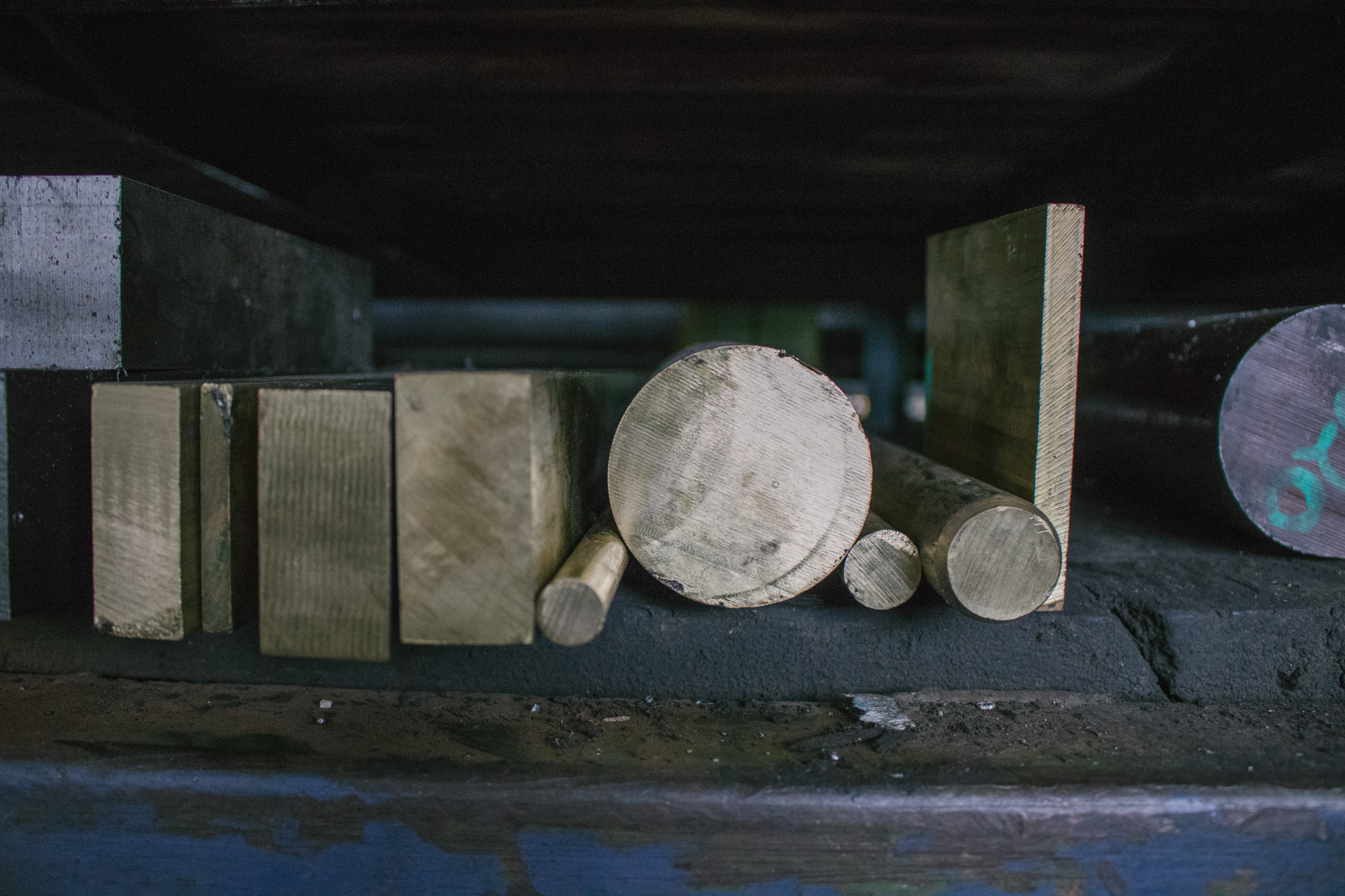 Image of Mr. Metal bronze products
